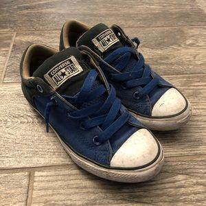 Kids/boys low top converse sneakers in blue/black